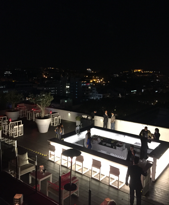Nice and chilled atmosphere in the rooftop bar during the evening.